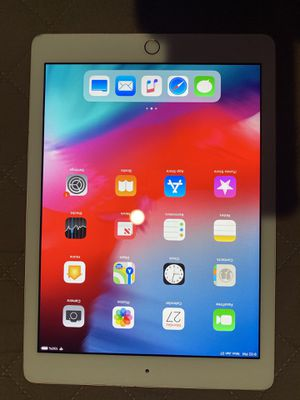 iPad 6th Generation WiFi 32GB - Gold for Sale in Los Angeles, CA
