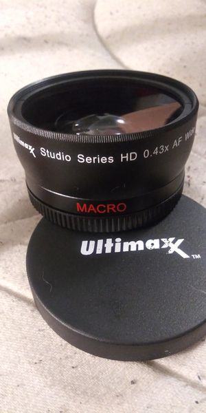 Ultimaxx HD 0.43x AF wide angle lens AND Tabletop tripod with built in level for Sale in Houston, TX