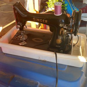 1930s Singer Sewing Machine for Sale in Oakdale, CA
