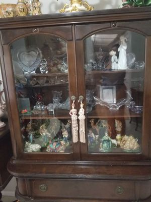 Antique wood china cabinet very beautiful and old 1940's great condition for Sale in North Miami Beach, FL