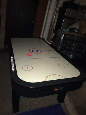 7Ft. Black and White air hockey table for Sale in Los Angeles, CA