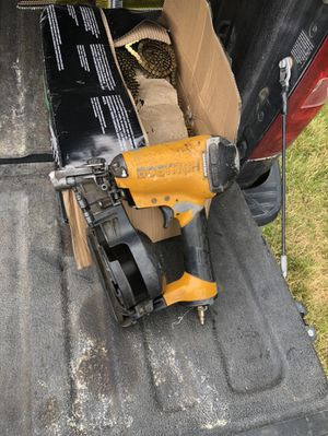 Bosch roofing coil gun with nails! for Sale in Graham, WA