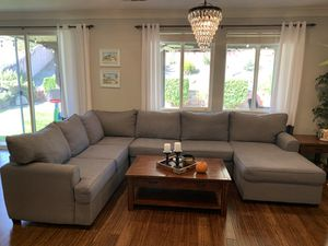 3 piece sectional couch for Sale in Temecula, CA