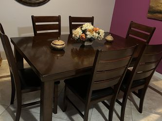 Dining Room Table And Chairs Set for Sale in Livermore,  CA