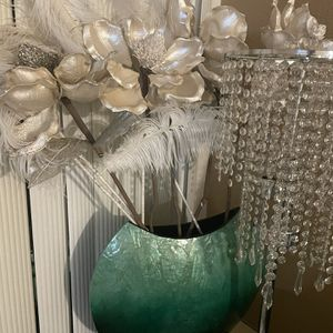 Vase Pier 1 and Z Gallerie Flowers With Feathers for Sale in Los Angeles, CA
