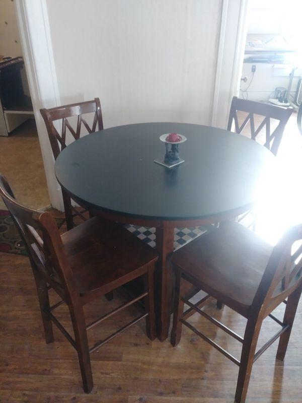 Hight round kitchen table