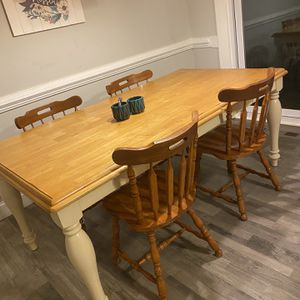 Dining room table with 4 chairs for Sale in Cary, NC