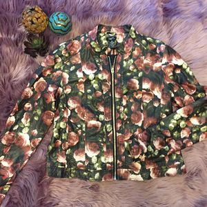 Floral jacket size LARGE 💕💕 for Sale in Maricopa, AZ
