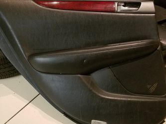2002 - 2006 LEXUS ES330 ES300 REAR LEFT DOOR PANEL BLACK LEATHER WOOD GRAIN SEAT CHROME HANDLE for Sale in Rowland Heights,  CA