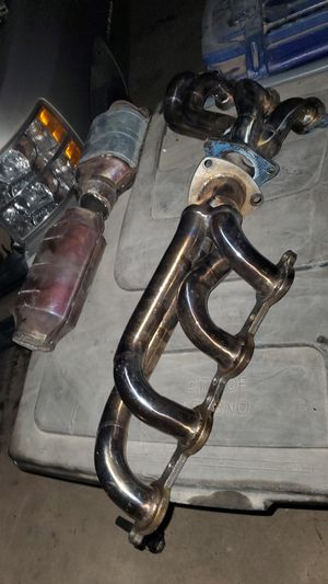 shorty headers for a 07-13 /4.8, 5.3, 5.7, 6.0 chevy truck for Sale in Clovis, CA