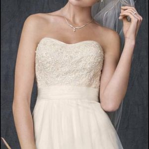 Strapless A-line Beaded Tulle Wedding Dress Size 4 In Ivory for Sale in Snohomish, WA