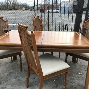 Vintage Dining Room Table&hutch for Sale in Columbus, OH
