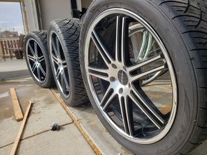 Lorenzo 22 chrome rims with Nitto tires for Sale in Aurora, CO