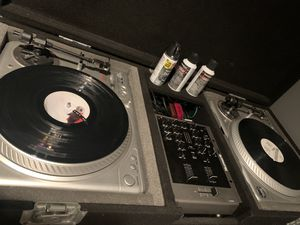 Vestax PDX 2000 pair with coffin, stand, and 100 break records for Sale in Chula Vista, CA