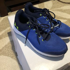 New Under Armour boy's sneakers size 6Y for Sale in Rockwall, TX