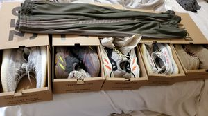Yezzy bulk 5 pair for Sale in Mount Airy, MD