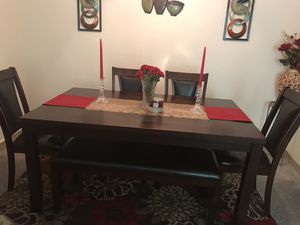 Dining table for Sale in North Royalton, OH