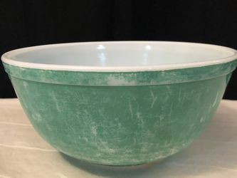 "Vintage Pyrex Green Mixing Bowl 8.75"" Wide & 4"" Tall for Sale in Saint Paul,  MN"