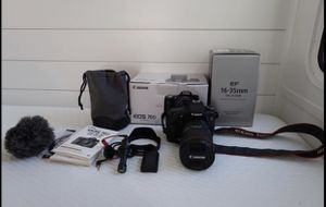 Canon DSLR 70D with a 16-35mm canon lens and Rode microphone for Sale in Auburndale, FL