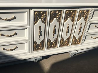Beautiful 9 Door Dresser for Sale in Anaheim,  CA