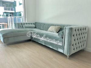 Gray Velvet Sectional ! Storage under the chaise !! $950 for Sale in San Diego, CA