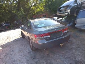 Hyundai Azera 06 parts only motor trans sold just body parts for Sale in Dallas, TX