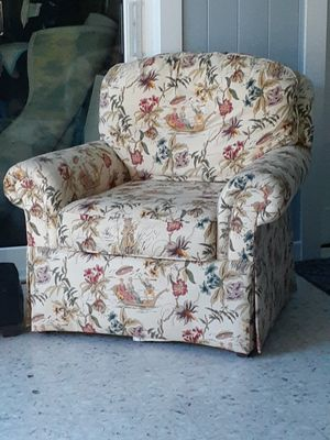 2 designer chairs clean for Sale in Fort Pierce, FL