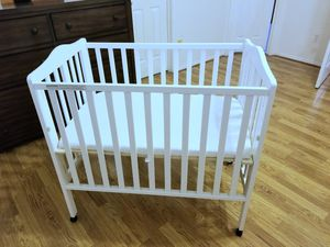 Portable baby crib for Sale in Plano, TX