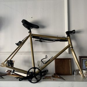 single fixed gear road bike in gold for Sale in San Diego, CA