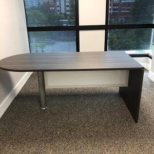Bullet Shape Desk for Sale in Hialeah, FL