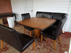Table and chairs for Sale in Farmerville, LA