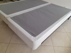 King box spring and frame for Sale in Miami, FL