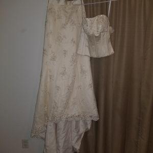 Wedding Dress, OLEG Cassini size 6 for Sale in Henderson, NV