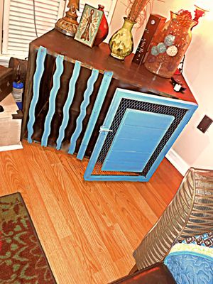 Side table/ dog kennel for Sale in Brandon, MS