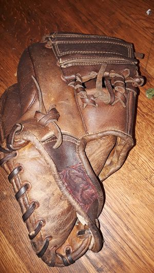 Airex fg1400 vintage. Baseball glove for Sale in Cleveland, OH