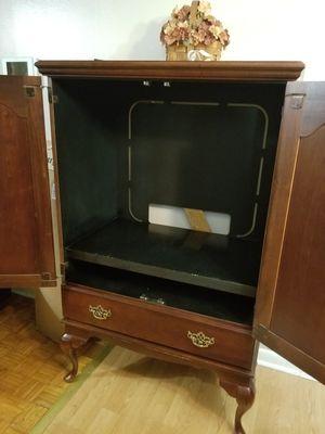 T.V cabinet 32.5 X 28.5 for Sale in Alexandria, LA