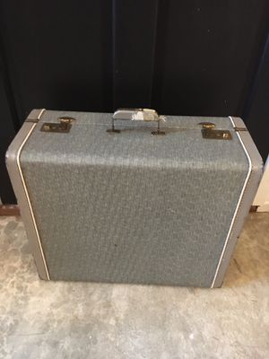 Vintage suitcase for Sale in Gig Harbor, WA
