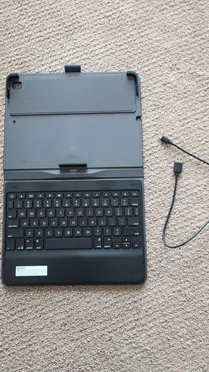 Zagg ipad Bluetooth keyboard case. Holds apple pencil. for Sale in Camas, WA