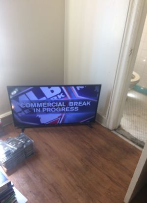 40 inch tcl roku tv for Sale in Watsonville, CA
