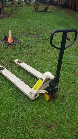 Pallet jack for sale 5500lbs for Sale in Vancouver, WA