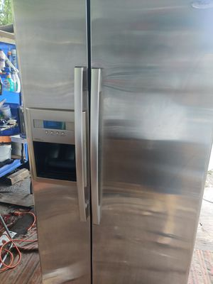 2009. Whirlpool ice maker like new working good for Sale in Miami, FL