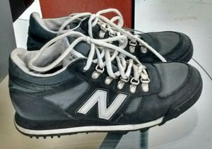 New Balance 710 WOMEN 9.5 hiking Shoe Boots Trail Black Grey leather for Sale in Portland, OR