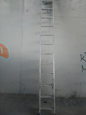 24' ft. Louisville Aluminum Extension Ladder for Sale in Hayward, CA