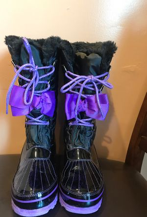 JOJO SIWA PURPLE BLACK GIRLS SNOW BOOTS SIZE 9 for Sale in Fontana, CA