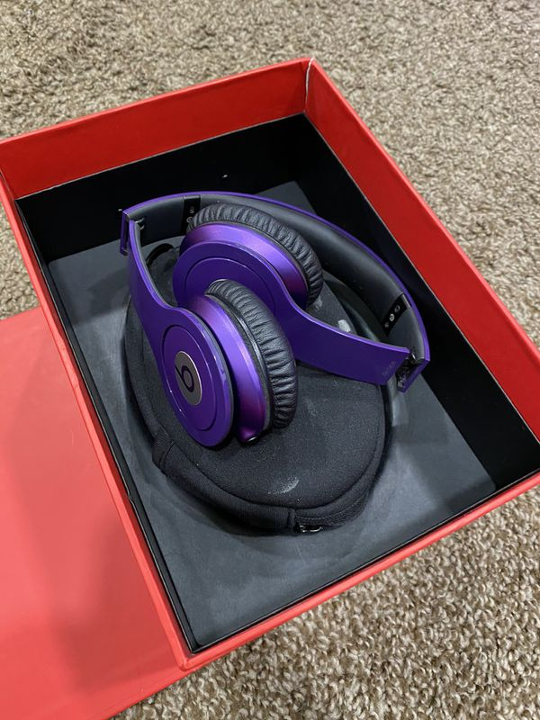 BEATS Solo HD by Dr Dre Headphones wired Purple Carrying Case Lightly used