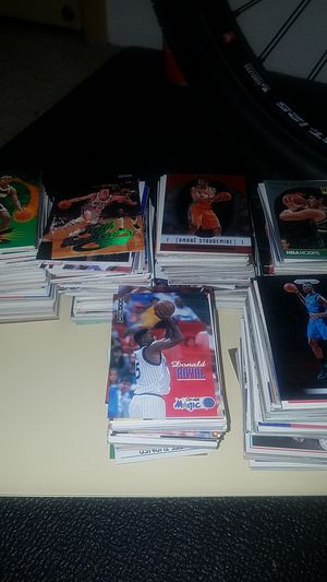 Over a 1,000 miscellaneous basketball cards for Sale in Everett, WA