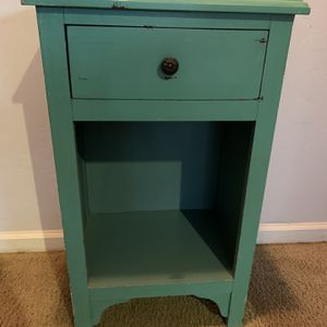 Small End Table for Sale in Visalia, CA
