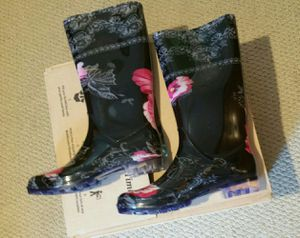 RAIN BOOTS SIZE8 for Sale in Baltimore, MD