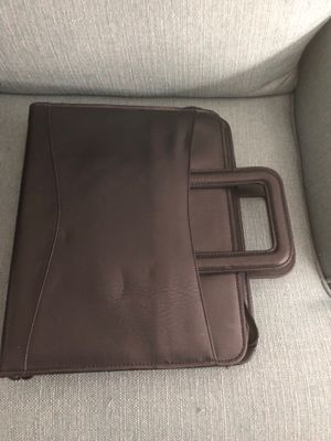 Leather brief case with retractable handles for Sale in Palm City, FL