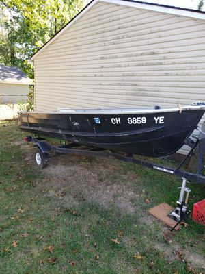 14 ft v boat & Trailer also new 55 thurst Motorola motor, text mo {contact info removed} for Sale in Akron, OH